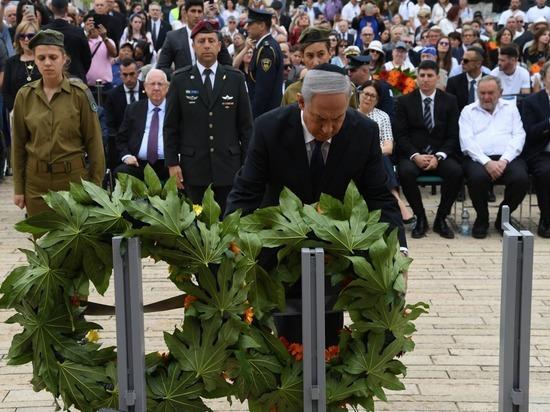 Биньямин Нетаняигу возложил венок в мемориальном комплексе