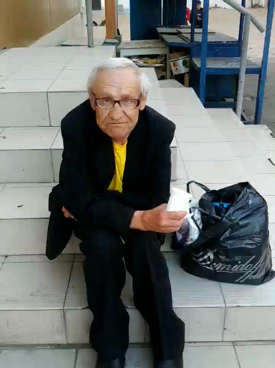 В Улан-Удэ бывший учитель просит милостыню на лекарства из-за маленькой пенсии