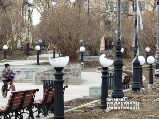 В Екатеринбурге разгромили сквер за Оперным театром