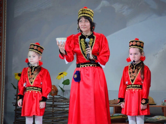 Сахалинцы сплясали калмыцкий танец «Шарка-барка»