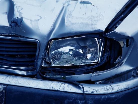 В Кировской области машина угодила в водоем: двое погибли