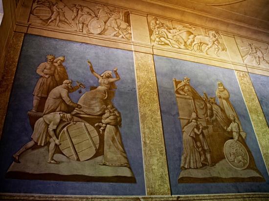 В Пскове 14-ю канистрами спирта отреставрировали фреску в Доме губернатора