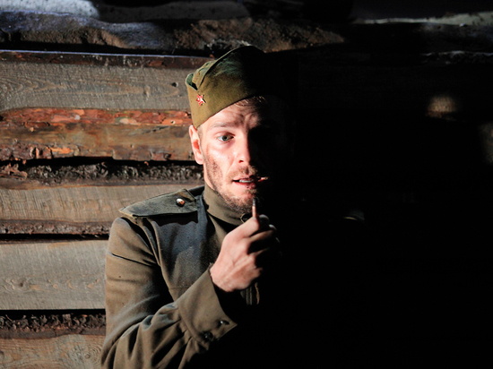 Горький смех и слезы: Сергей Безруков поставил «Веселого солдата»