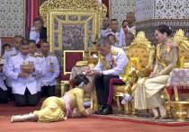 Таиланд официально обрел нового монарха: перед коронацией он женился на подчиненной