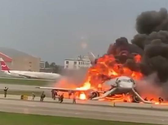 Эксперт считает, что пожар на борту «суперджета» вызван разрушившимся двигателем