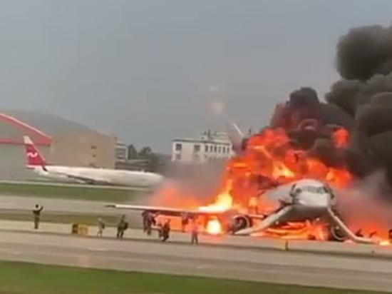 Пилоты загоревшегося самолета в «Шереметьево» выжили
