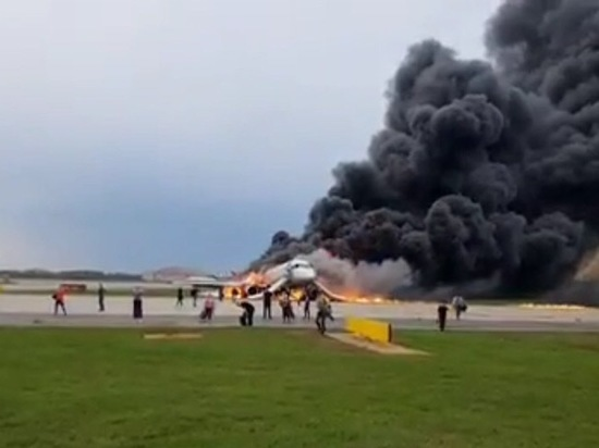 Эксперта удивил сильный пожар самолета при посадке