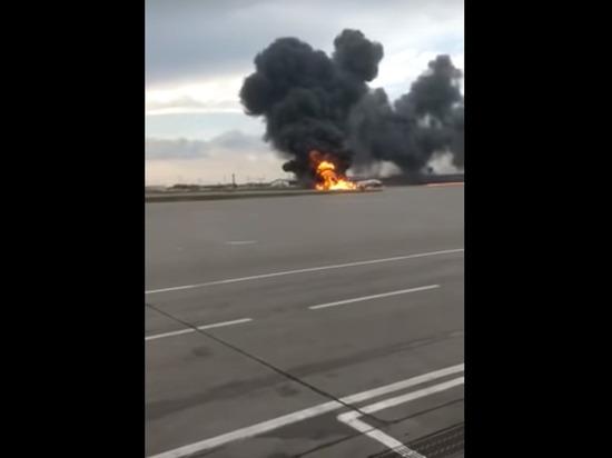 «Эвакуировались только две бортпроводницы»