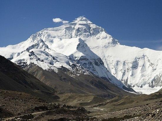 CNN: волонтеры вывезли с Эвереста 3 тонны мусора