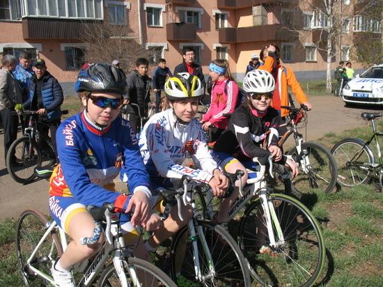 Никто из юных участников велопробега «Звезда Победы» в Улан-Удэ не знал слов песни «Три танкиста»
