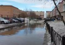 Новоуренгойцы жалуются на полностью затопленные дворы