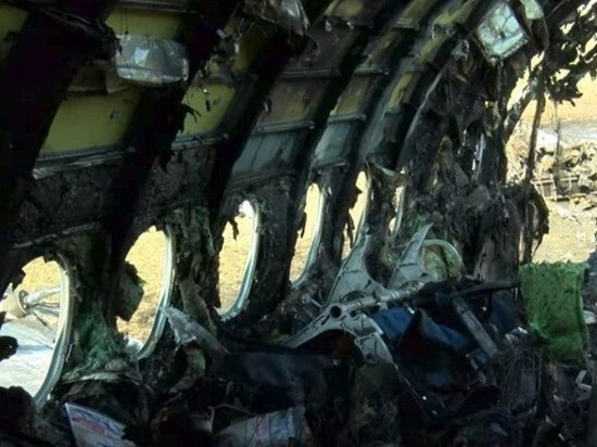 Минтранс не будет останавливать полеты Superjet 100