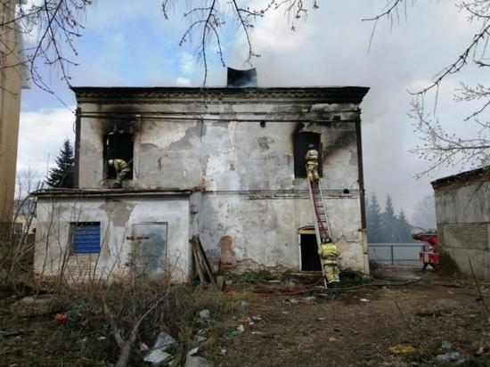 В Башкирии случился пожар в старинной 129-летней гостинице