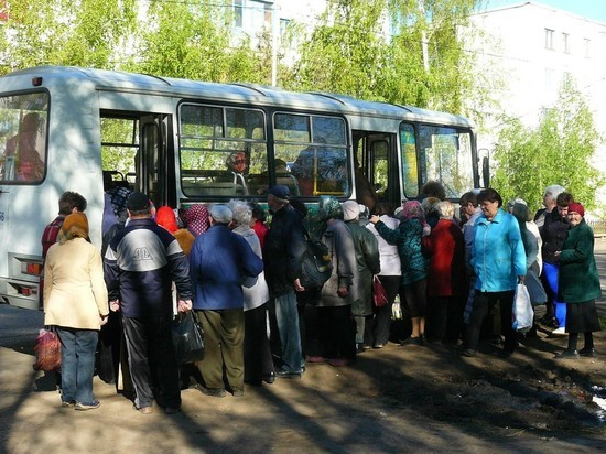 Часть из автобусов будет отправляться с площадки на улице Бударина: они пойдут по специальным маршрутам на Ново-Кировское, Западное и Северо-Восточное кладбища