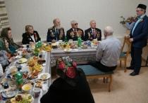 Ветеранов поздравили в Соборной мечети Ноябрьска