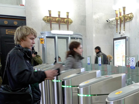 Банк ВТБ завершил проект модернизации турникетов Московского метрополитена, обеспечив их оборудованием для приема банковских карт