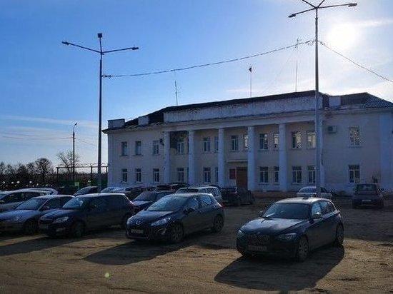 Центральную площадь Донского, оккупированную иномарками чиновников, вернут жителям
