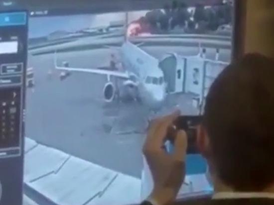 Люди на записи говорили, что самолет сел «с огоньком»