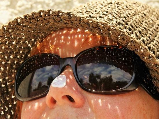 Медики рассказали об опасности солнцезащитных средств
