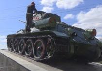 Саратовцев, осквернивших танк, могут посадить за вандализм
