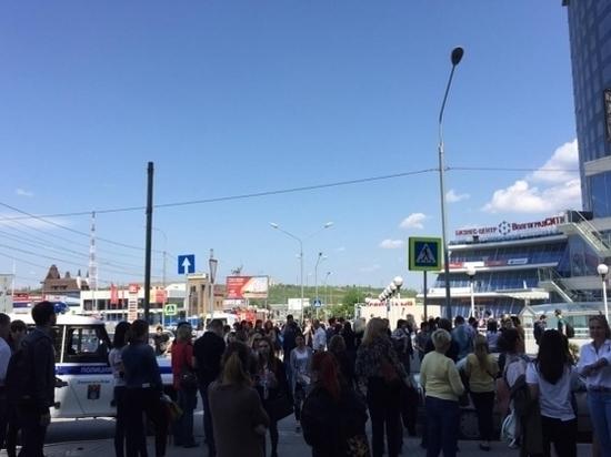 В Волгограде эвакуируют людей из 25-этажного бизнес-центра