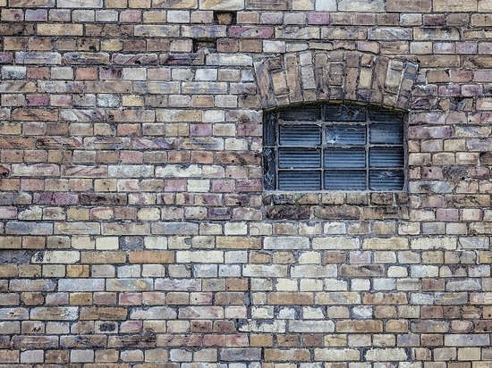Псковский солдат выпрыгнул в окно из-за командира