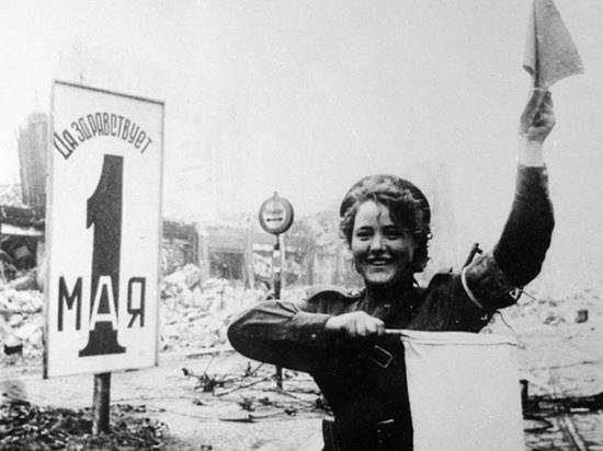 Сын и дочь регулировщицы— «хозяйки военного Берлина»— рассказали о фронтовом пути своей мамы