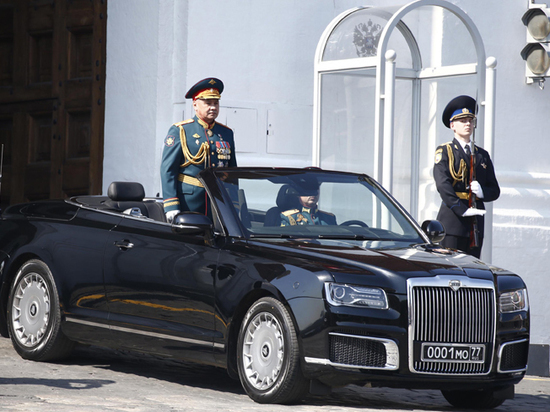 Шойгу на генеральной репетиции Парада Победы опробовал лимузин «Аурус»