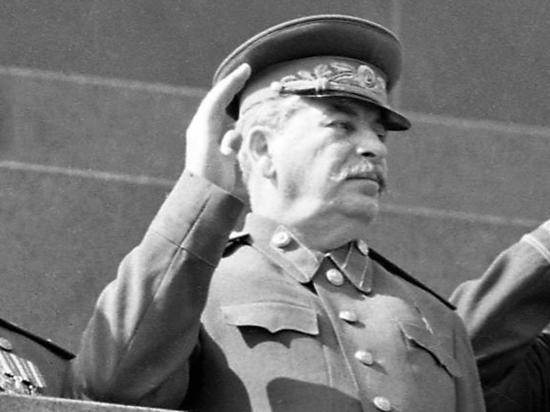 Писательница, сравнившая Сталина с Гитлером из-за блокады: «Сознанием людей манипулируют»