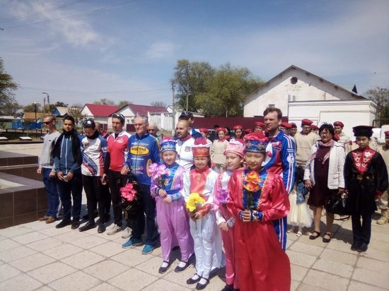 В калмыцкой Лагани побывали участники автовеломарша из Таганрога