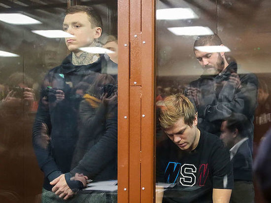 Кокорин и Мамаев попросили не наказывать их реальными сроками