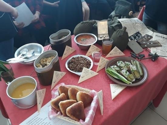 В ярославском колледже студенты приготовили фронтовую еду
