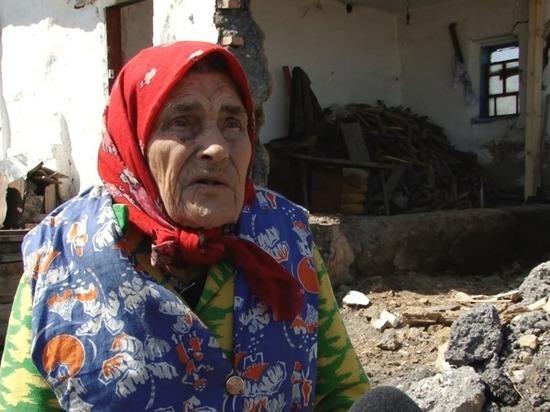 После общественного резонанса сельские власти все же решили подремонтировать дом 90-летней старушки из Алейского района