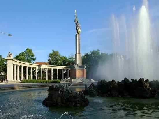 В Вене осквернили памятник советским солдатам-освободителям