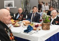 Глава ЯНАО поздравил ветеранов с годовщиной Великой Победы