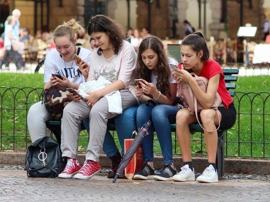 Ученые оценили влияние соцсетей на жизнь подростков: семья важнее