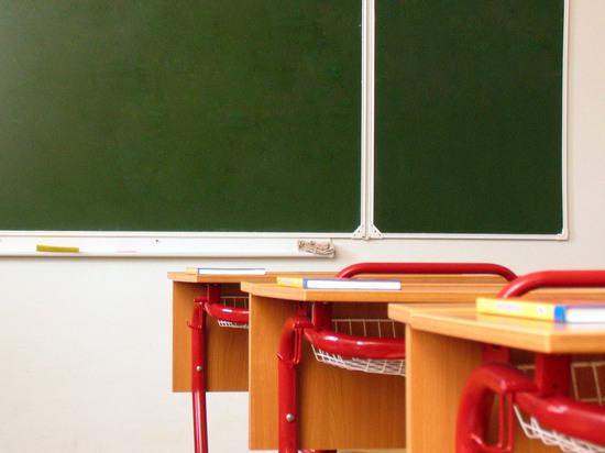 На нарушение морально-этических норм обратила внимание директор школы