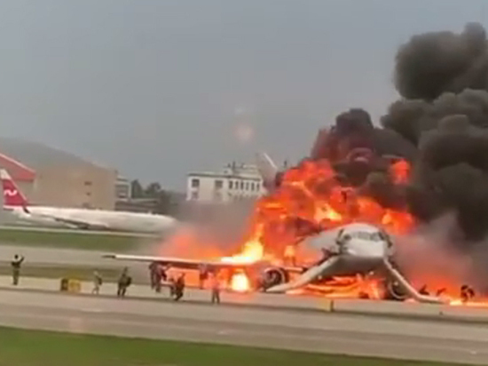 Житель Мурманска покинул пылающий самолет одним из последних