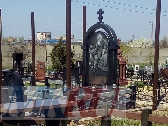 На кладбище в граните: житель Дона при жизни установил себе могильный памятник