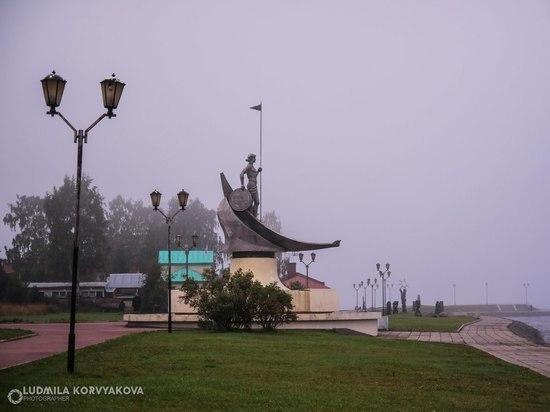 Восемь опасных скульптур снесут сегодня на небережной