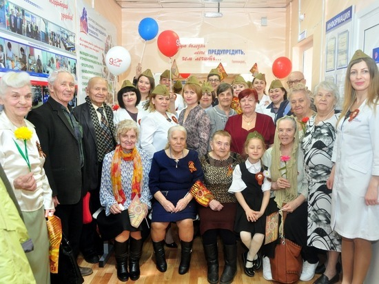 Ямальские врачи поздравили ветеранов с Днем Победы