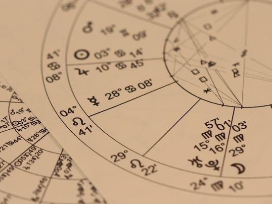 Закройте рот: астрологи назвали, каким знакам грозит ожирение