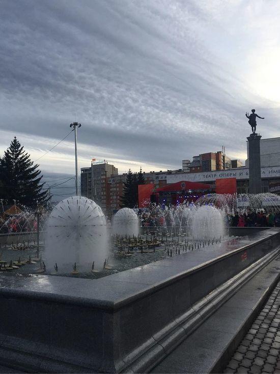 В центре Красноярска запустили фонтаны: красивые кадры из соцсетей
