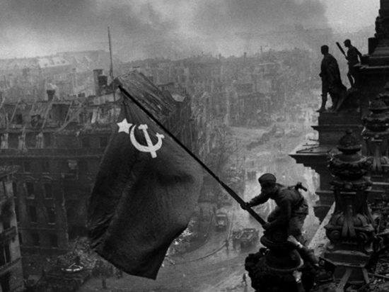Как было снято легендарное фото «Знамя Победы над рейхстагом»