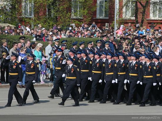 Войска и ретро-техника: как в Барнауле прошел Парад Победы