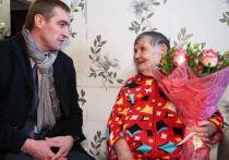 Газовики Ноябрьска вручили ветеранам подарки ко Дню Победы