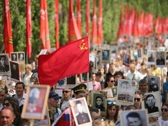 Колонны «Бессмертного полка» шагают по Волгограду