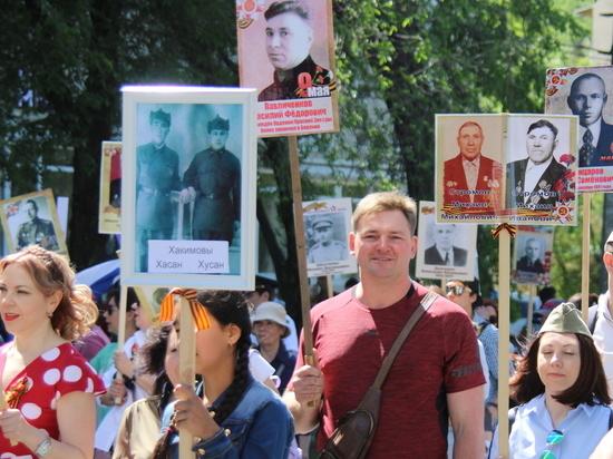 Шествие поколений: по Бишкеку прошел «Бессмертный полк»