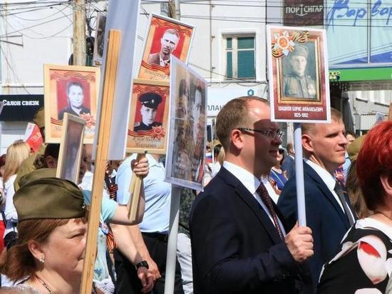 И.о. мэра Рязани пронес в «Бессмертном полку» портрет фронтовика по просьбе его вдовы