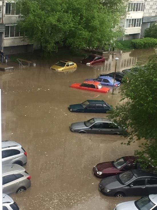 В Обнинске машины ушли под воду после дождя